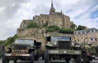 American vehicles at Mont-Saint-Michel